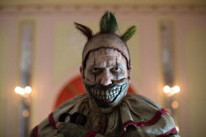 """AMERICAN HORROR STORY: FREAK SHOW """"Massacres and Matinees""""- Episode 402 (Airs Wednesday, October 15, 10:00 PM e/p) --Pictured: John Carroll Lynch as Twisty the Clown. CR: Michele K. Short/FX"""